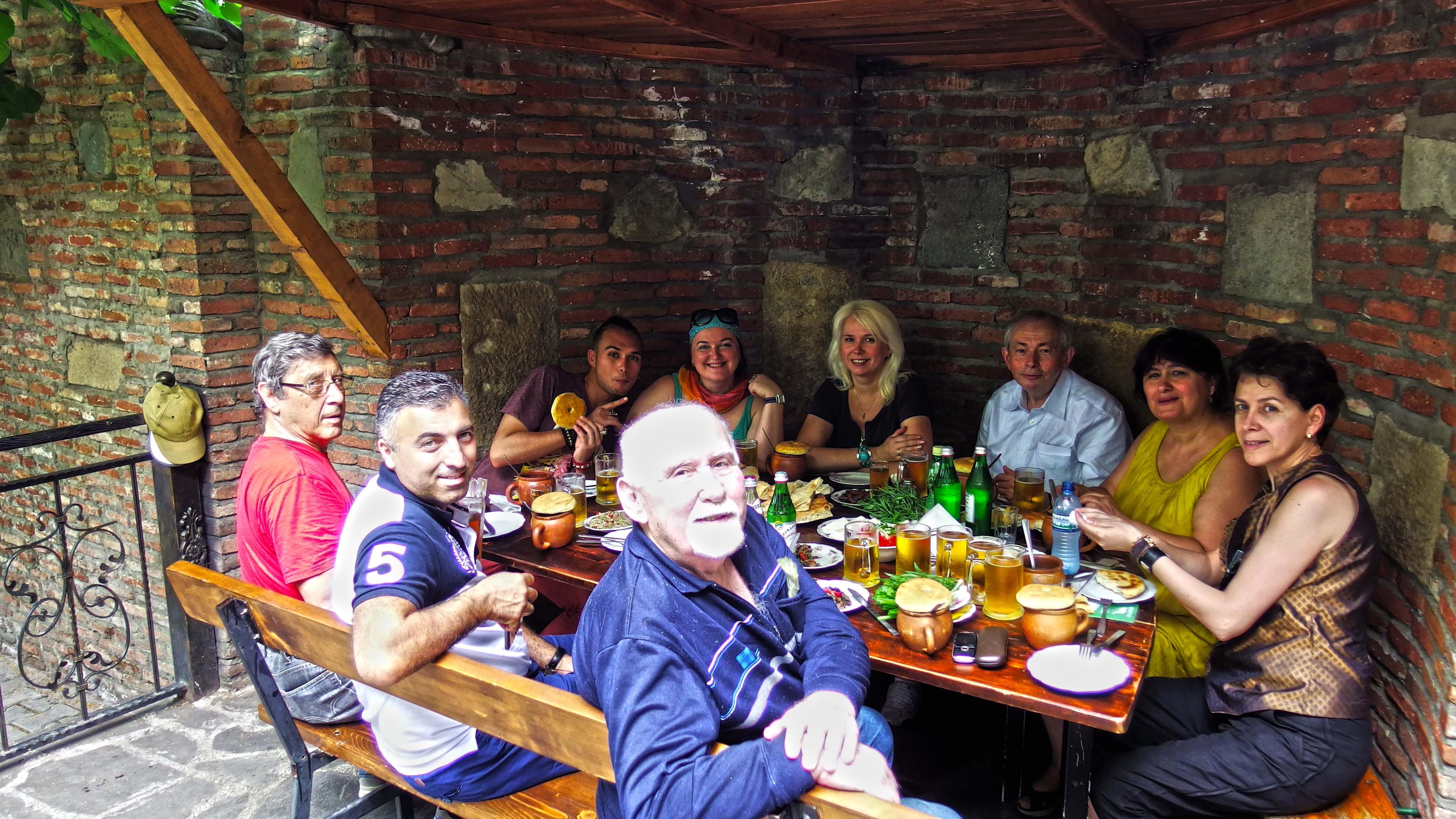 За день до презентации, 18 июня для членов делегации была проведена пешая экскурсия по памятным местам/достопримечательностям Тбилиси, а 20-го – исключительная гостеприимность хозяев – прежде всего, сопредседателя Союза Писателей Грузии Маквалы Гонашвили – позволила гостям посетить город Мцхета, подняться к храму Джвари, полюбоваться оттуда (навсегда его запомнив) потрясающим пейзажем, а на обратном пути – посетить Светицховели – изумительный памятник церковной архитектуры, кафедральный патриарший храм Грузинской православной церкви. 21 июня участники делегации посетили исключительные по ценности храмы Кахетии (Греми, церковь Бодбе, и др.).
