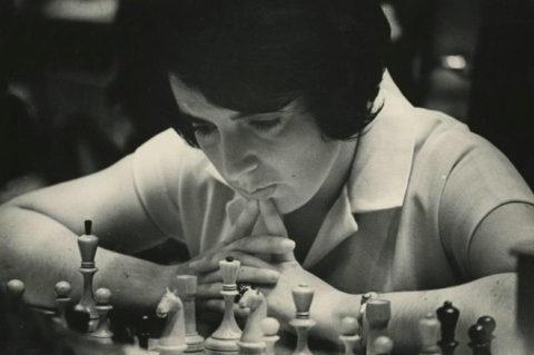 В королевском дворце шахмат / Нона Терентьевна Гаприндашвили